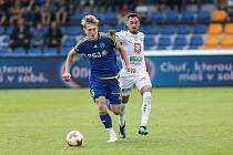 Fotbalový obránce Jablonce David Štěpánek (v modrém) je po ročním zranění v plné přípravě na nadcházející jarní část.