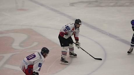 V utkání Krajské ligy mužů Vysočina mezi SK Telč a béčkem Velkého Meziříčí v dresu domácích poprvé nastoupil mistr světa z roku 2002 Peter Pucher.