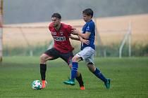 Výsledky fotbalistů Sapeli Polná (v červeném dresu) jsou v novém ročníku krajského přeboru Vysočiny doslova jako na houpačce.