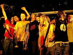 Francouzská kapela Fizcus?! vystoupí v rámci svého evropského turné také v Jihlavě, a to ve čtvrtek v klubu Trane.