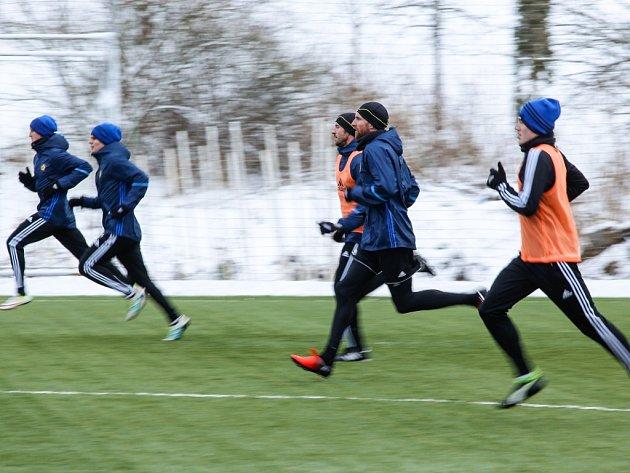 Sníh, vítr, fotbal. Jihlavští fotbalisté zahájili zimní přípravu na náročné jaro.