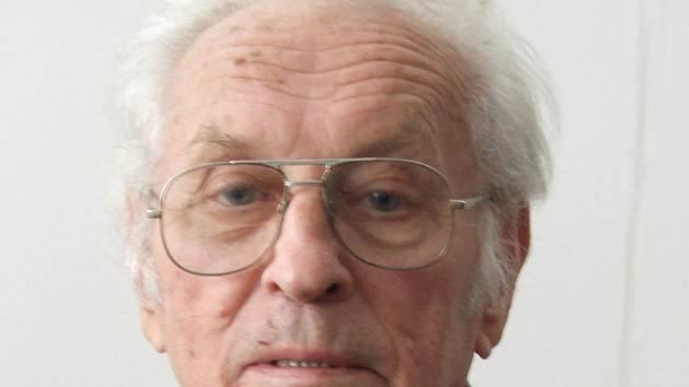 Kvůli politickému názoru strávil Zdeněk Papoušek dva roky v pracovním táboře.