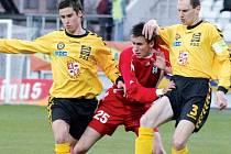 Fotbalisté Jihlavy se proti Příbrami budou muset obejít bez Michala Kadlece (vpravo), který dostal v minulém utkání červenou kartu.