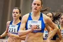 Běžkyně Kristiina Mäki (vlevo).