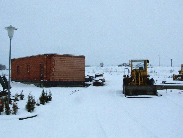 Stavební práce na okraji Jihlavy skončily s prvními sněhovými přeháňkami.