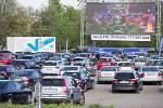 Zájem o Autokino Vysočina byl v prvních dnech provozu značný.