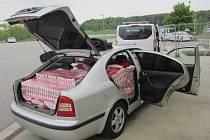 Téměř tisíc kartonů padělků cigaret zachytili pracovníci Celního úřadu pro Kraj Vysočina na dálnici D1.