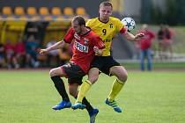 Hráči Sapeli Polná (v červeném) se musí obejít bez potrestaného Brabce a Procházky.