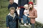 Karla Florianová se svými dětmi. Zleva Josef, Magdalena, Václav a Marie.