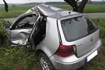 Tragická nehoda stříbrného Golfu jedoucího ve směru od Polné na obec Kamenná.