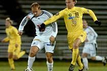 Ofenzivní fotbalista Pavel Mezlík (vlevo) by se mohl stát novou akvizicí v jihlavské ofenzivě. To Petr Vladyka (vpravo) na Vysočině po pěti letech končí.