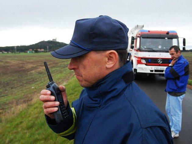 Zbytečné výjezdy. Zřejmě nějaký vtipálek se ve volném čase baví tím, že volá na linku hasičů, a vysílá tak jednotky k fiktivním nehodám.