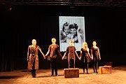 Inscenaci Minuta ticha souboru 4Brady zakončili divadelníci promítáním fotografií ze života Jiřího Bradyho.