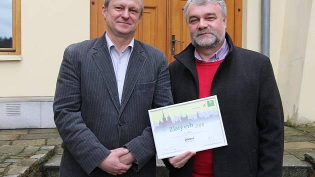 Zástupci města převzali na hejtmanství diplom Zlatý erb.