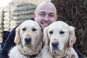 Jakub Skočdopole s přítelkyní Martinou Pokornou několik týdnů venčili psi ve Francii.