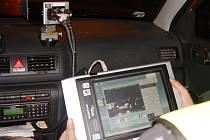 Jihlavští policisté mají civilní auto vybavené nejmodernějším radarem. Ten je schopen měřit rychlost za jízdy. Vůz jev terénu každý den po celém okrese.