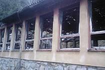 Místní obyvatelé mají podezření, že o požár se někdo přičnil.