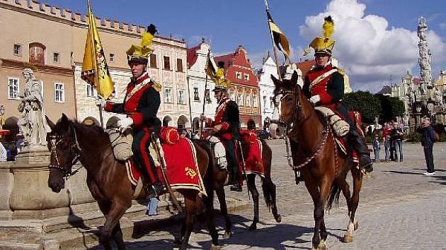 Historické slavnosti se budou v Telči konat již po šesté. Kromě historického průvodu se mohou příchozí těšit na dobový jarmark, šermířská a divadelní představení nebo na dobovou hudbu a tanec.