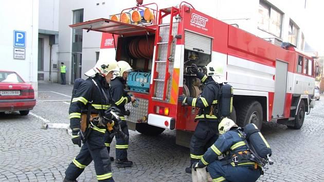 Jihlavské Horácké divadlo bylo ve čtvrtek odpoledne v obležení policistů, hasičů a záchranářů. Šlo o cvičení.