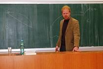 Na vysokoškolské prostředí je ekonom Tomáš Sedláček, autor knihy Ekonomie dobra zla, zvyklý. Mimo jiné totiž přednáší na Univerzitě Karlově.