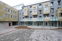 Jihlavský komplex s domovem pro seniory Stříbrné terasy získal titul Stavba roku Kraje Vysočina v minulém roce. Vznikl rekonstrukcí bývalého továrního areálu.
