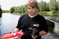 Patnáctiletý Jaroslav Trojan z Třeště uspěl ve Varšavě v tvrdé konkurenci dvanácti států a stal se mistrem světa lodních modelářů v juniorské kategorii.