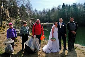 Netradiční dohru měla Čistá Vysočina v čenkovském lomu v katastru Třeště. Dobrovolníci se tam potkali s nevěstou a ženichem.
