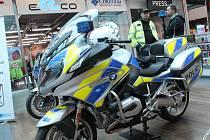 Policisté z Vysočiny posílili v letošním roce o devět nových motocyklů BMW. V pátek 21. dubna je představili veřejnosti v obchodním domě City Park v Jihlavě.