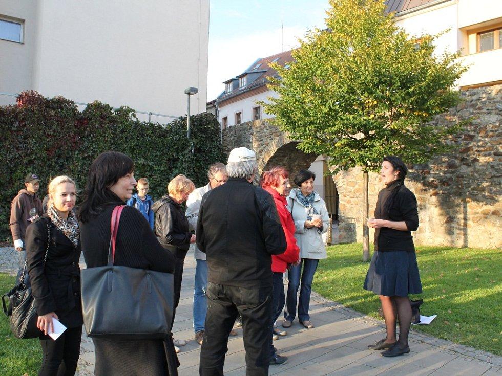 Muzeum na dlažbě začalo na Masarykově násměstí a končilo v Parku Gustava Mahlera.