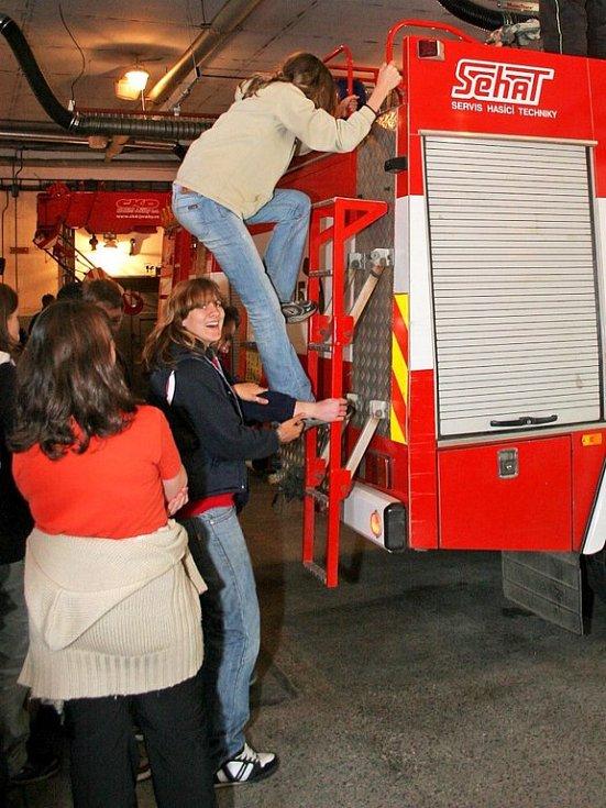 Den otevřených dveří jihlavského hasičského sboru přilákal hlavně děti a mládež.