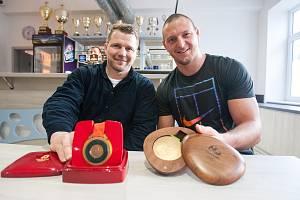 Také na Vysočině vyrůstají olympijští medailisté. Na snímku Marek Švec (vlevo) a Lukáš Krpálek.