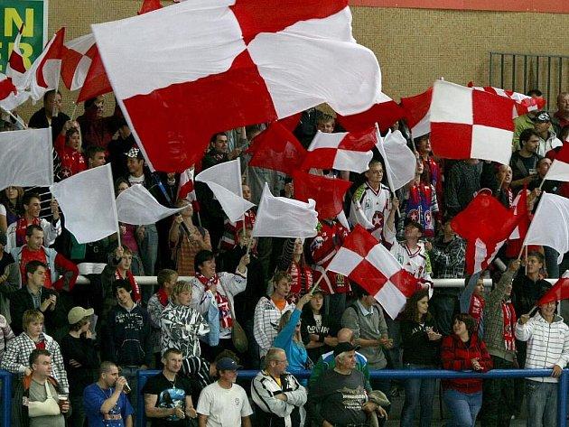 Na prvoligové zápasy Horáské Slavie chodí pravidelně téměř dva tisíce diváků. Ještě větší zájem je o hokej v Jihlavě