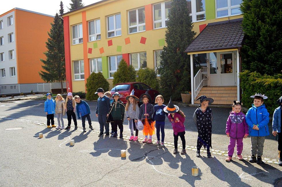 Oslava čarodějnic v mateřské škole v Břeclavi na Okružní ulici.