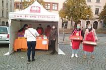 Když si ve středu 6. října koupíte koláč u speciálního stánku, podpoříte mobilní hospic Bárka při Oblastní charitě Jihlava.