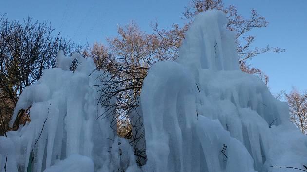 Ledová nádhera ve Lhotce.