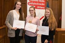 V účetní soutěži byly nejúspěšnější studentky z JIhlavy.