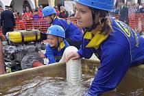 Děti ukončily prázdniny hasičskou soutěží v Telči. Ať malí nebo velcí, podat co nejlepší výkon chtěli úplně všichni.  Dobrý konečný výsledek závisel na každém ze sedmičlenného družstva.