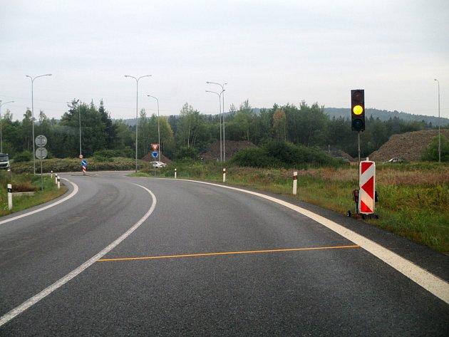 Oranžová barva je pro řidiče od Heroltic signálem, že mohou vjíždět na kruhový objezd na Pávově.