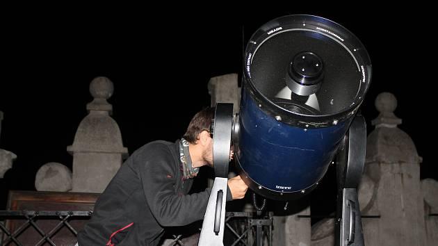 Dalekohled pro sledování hvězdné oblohy.