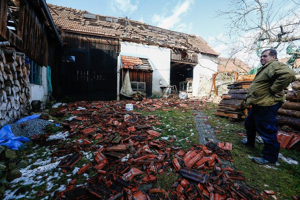Vichřice Sabine poškodila dne 10. února 2020 několik střech v Rohozné na Jihlavsku.