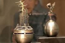 Šperky a plastiky Tomáše Procházky a Davida Szalaye budou v Domě Gustava Mahlera v Jihlavě vystaveny do 26. února.