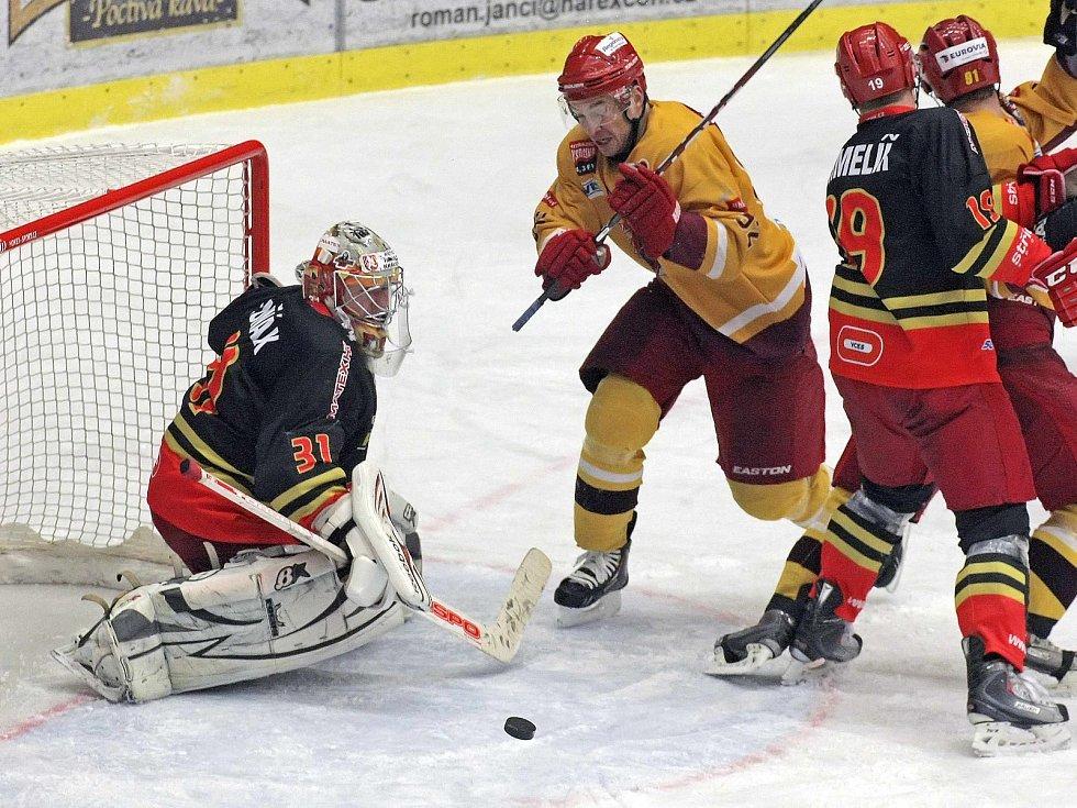 Naposledy se hradečtí hokejisté představili v Jihlavě v rámci první ligy 1. prosince 2012. Tehdejší utkání vyhrála domácí Dukla 4:3 v prodloužení.