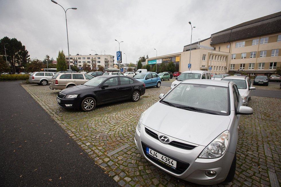 Parkoviště za 2 Kč / hod u Střední průmyslové školy stavební v Havlíčkově Brodě.