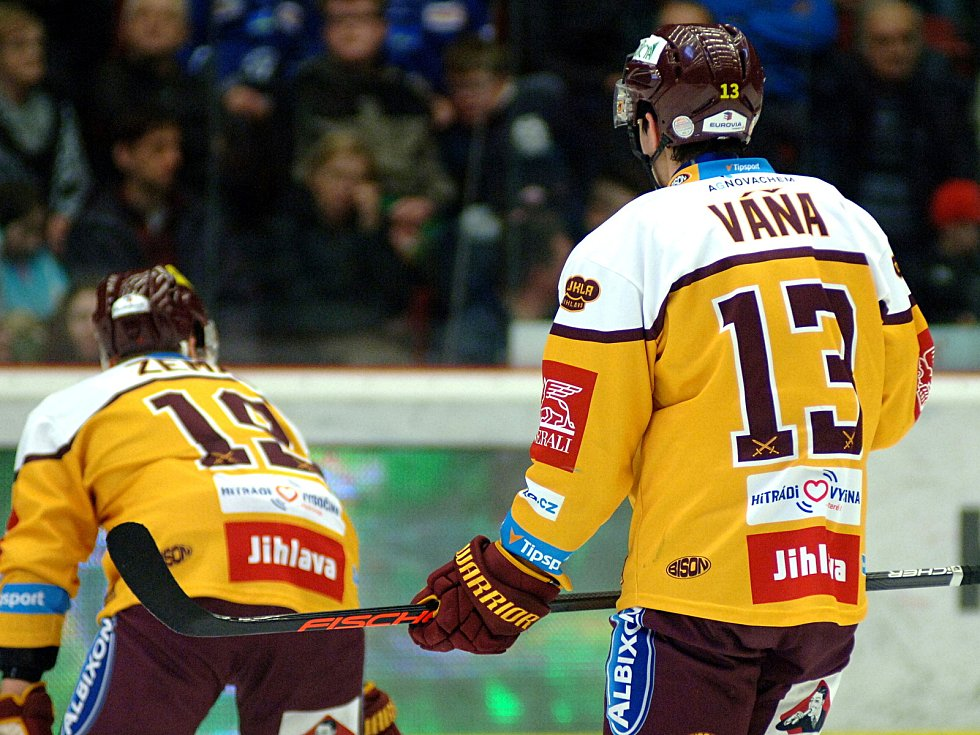 Hokejisté HC Energie (v zeleném) hostili Jihlavu.