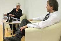 Hlasatelka a moderátorka Kamila Moučková včera vystoupila v městské knihovně v Jihlavě.