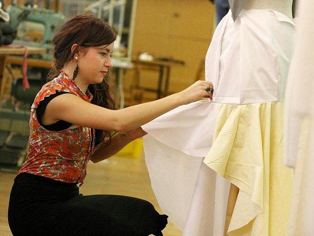 Šaty pro miss se budou šít i na Vysočině