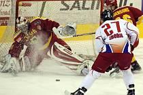 Hokejisté jihlavské Dukly v pondělním prvoligovém duelu s Olomoucí promrhali dvougólový náskok a nakonec prohráli na samostatné nájezdy. Gólmana Milana Řehoře při rozhodujícím nájezdu překonal Milan Ministr.