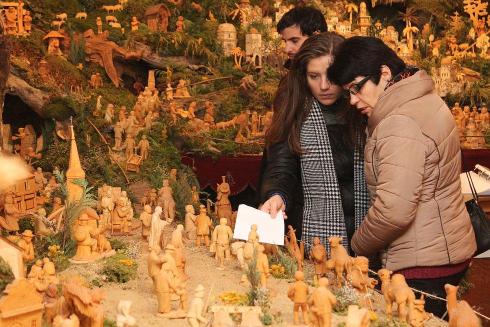 Návštěvníci v expozici v Schumpeterově domě.