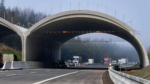 Ekodukt na 95. kilometru dálnice D1.