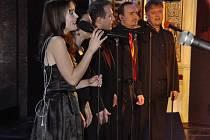Návštěvníci koncertu se mohou těšit na směsici žánrů aprovedení známých písní.